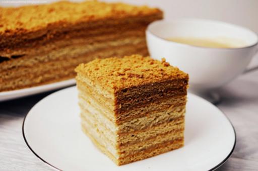 Pyszne Ciasto O Delikatnie Miodowym Smaku I Aromacie Przepis